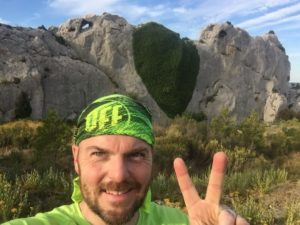 trail runner dans les Alpilles
